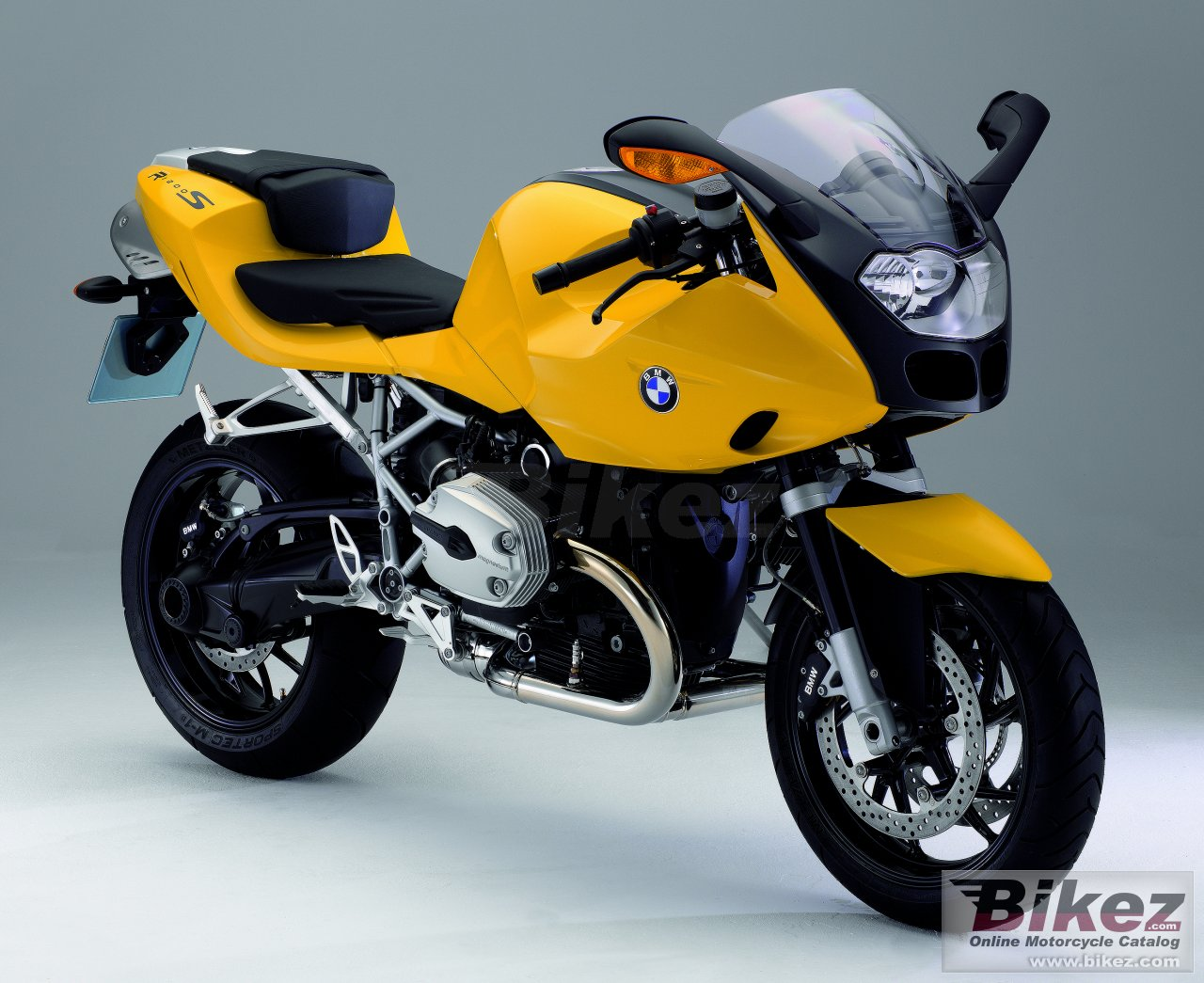 Big BMW r1200s picture and wallpaper from Bikez.com