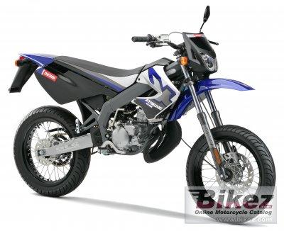 http://www.bikez.com/pictures/derbi/2007/25715_0_1_2_senda%20xtreme%2050%20sm_Image%20credits%20-%20Derbi.jpg