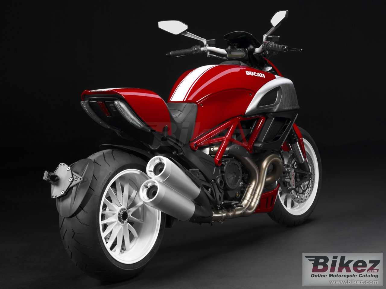 Big Ducati diavel picture and wallpaper from Bikez.com