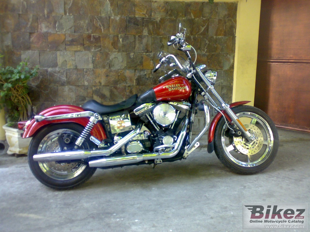 Big  dyna glide low rider picture and wallpaper from Bikez.com
