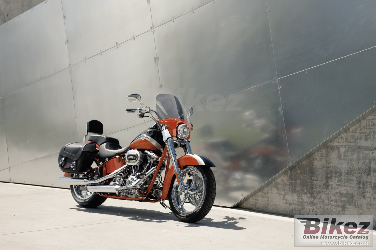 Big Harley-Davidson flstse cvo softail convertible picture and wallpaper from Bikez.com
