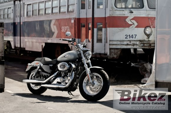 2012 Harley-Davidson XL1200C Sportster 1200 Custom photo