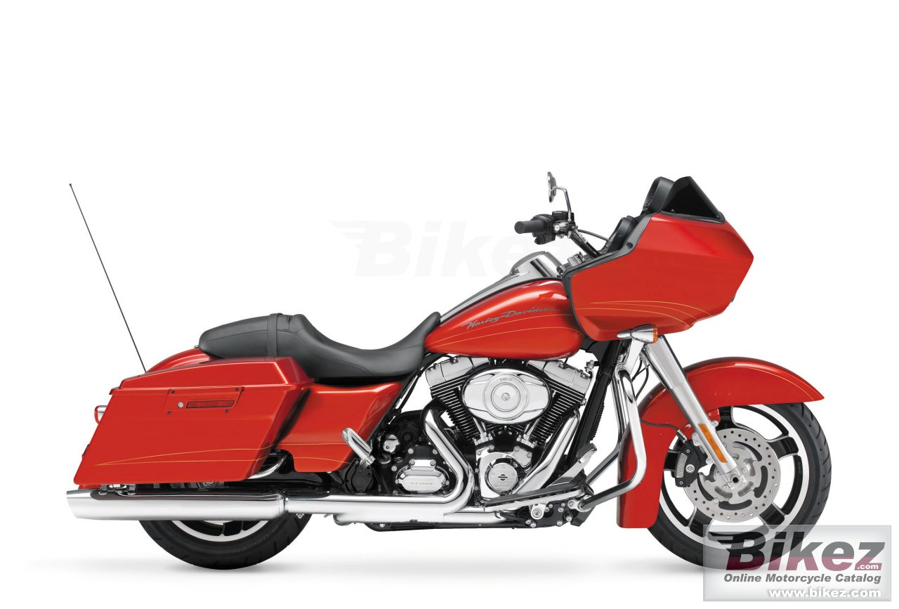 Big Harley-Davidson road glide custom picture and wallpaper from Bikez.com