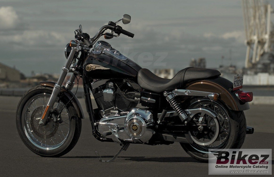 Big Harley-Davidson super glide custom 110th anniversary picture and wallpaper from Bikez.com