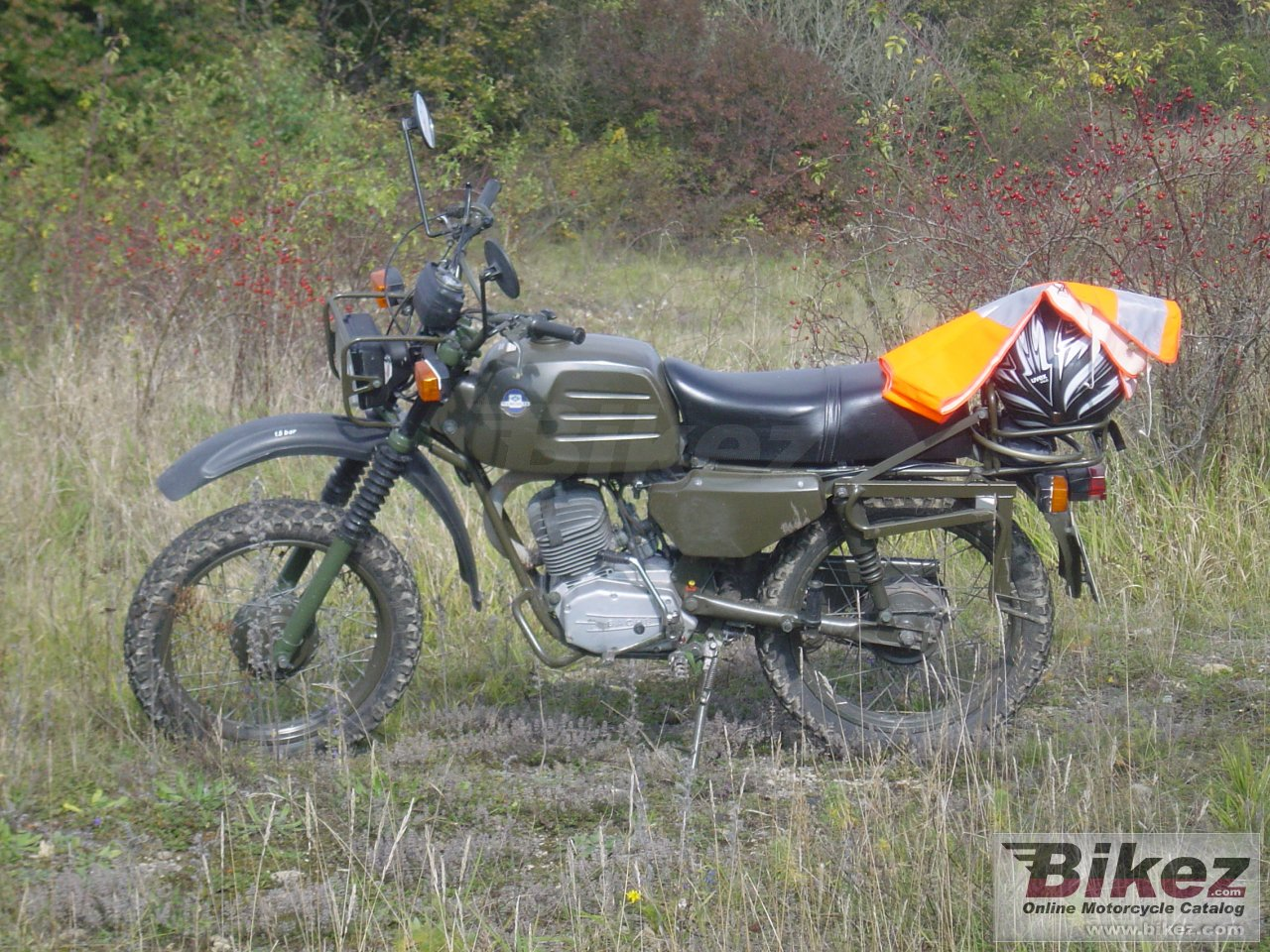 Big rrty^^ k 125 military picture and wallpaper from Bikez.com