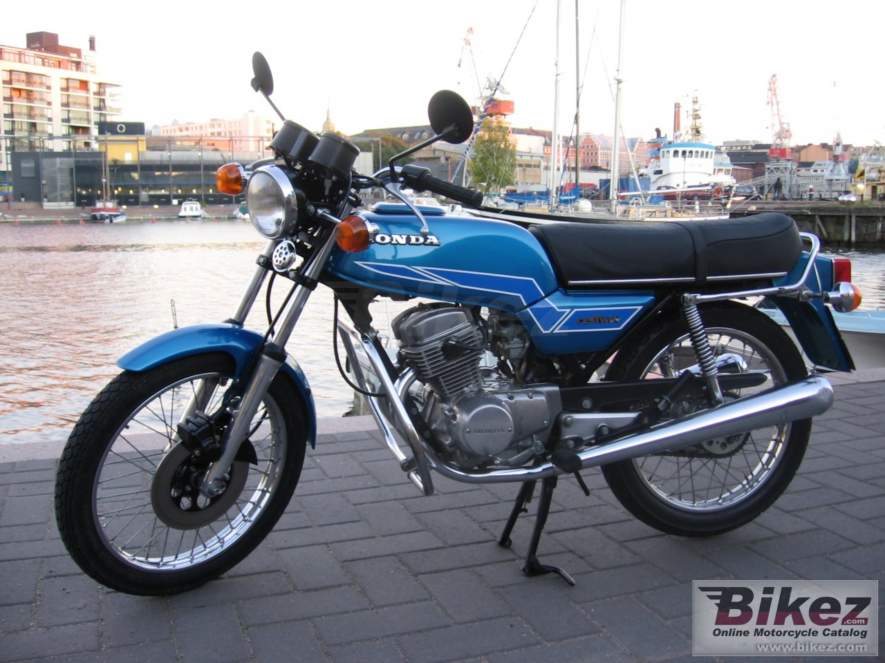 Big  cb 125 t picture and wallpaper from Bikez.com