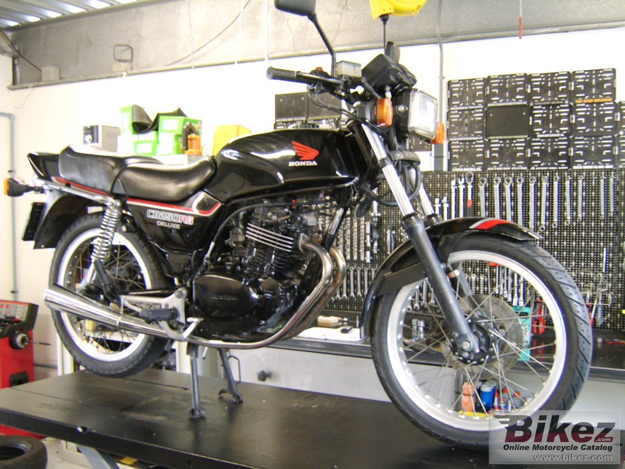 Big nymous user. cb 250 rsd picture and wallpaper from Bikez.com