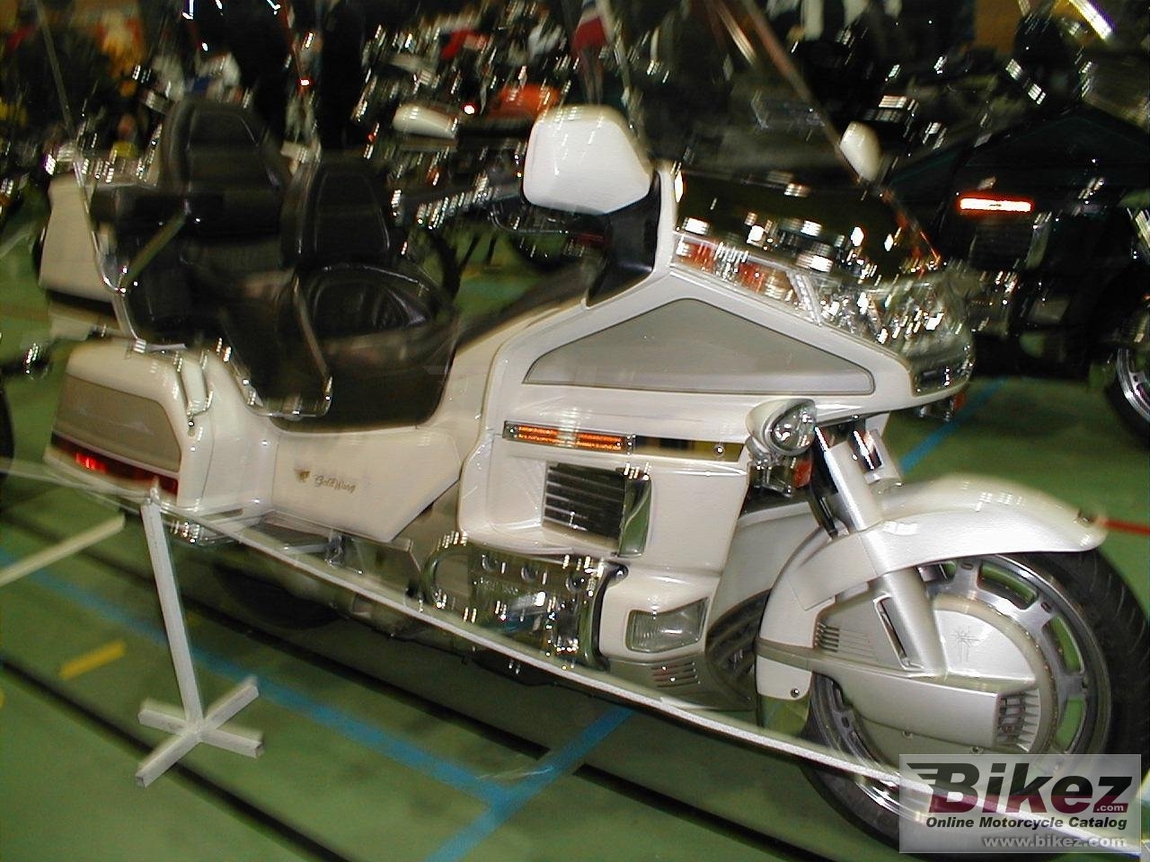 Big Harald Holm gl 1500-6 gold wing picture and wallpaper from Bikez.com