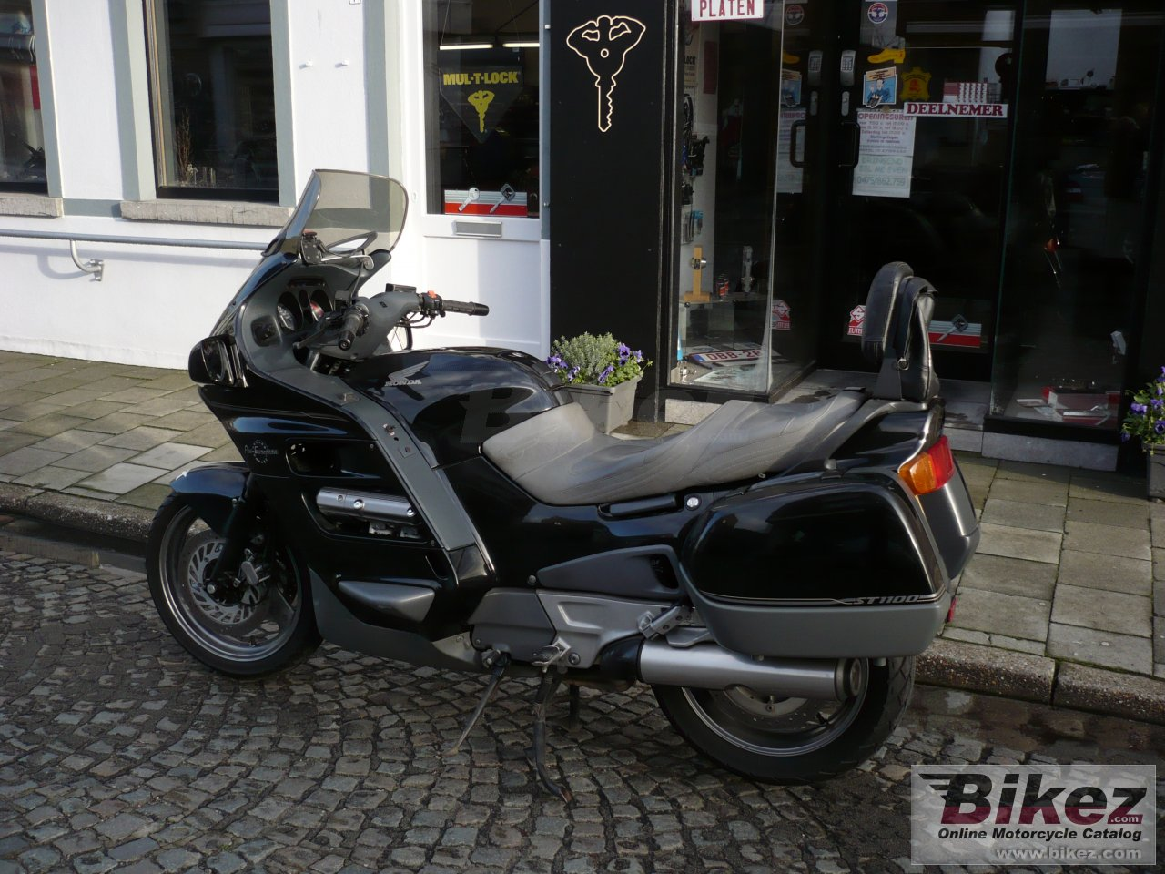 st 1100 pan-european