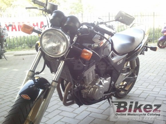 2002 Honda CB 500 photo