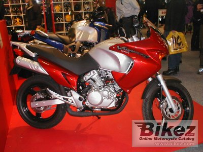 2002 honda varadero 125 specifications and pictures. Black Bedroom Furniture Sets. Home Design Ideas