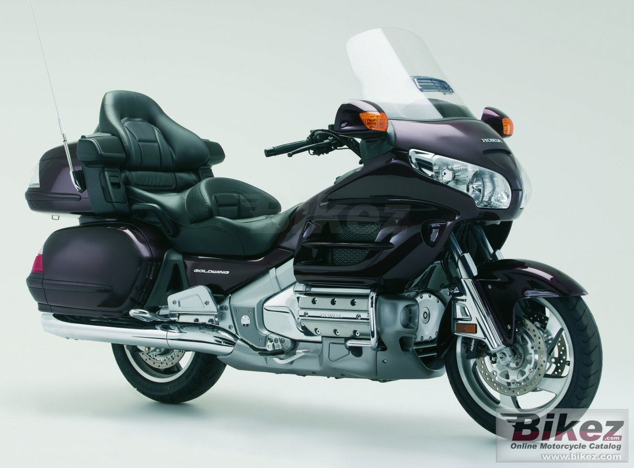 Big Honda gold wing audio-comfort-navi picture and wallpaper from Bikez.com