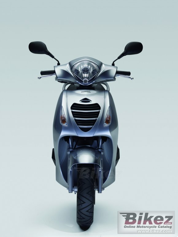 2011 Honda PS125i photo