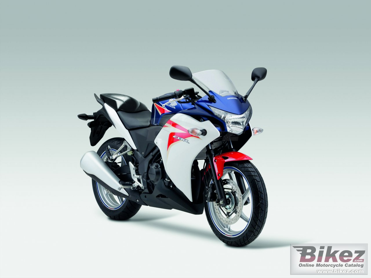 Big Honda cbr250r picture and wallpaper from Bikez.com