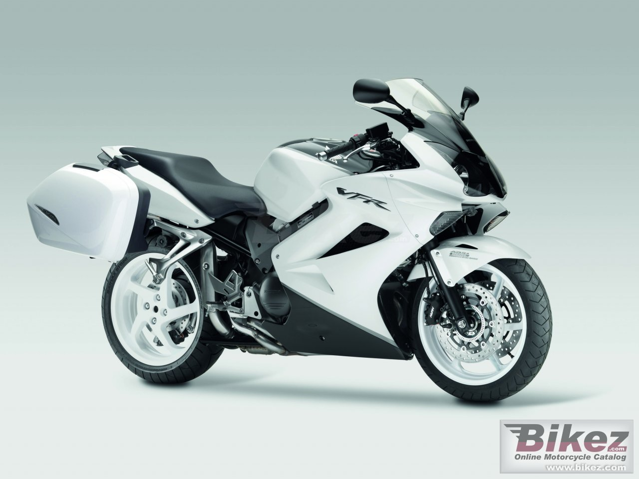 Big Honda vfr 800 picture and wallpaper from Bikez.com