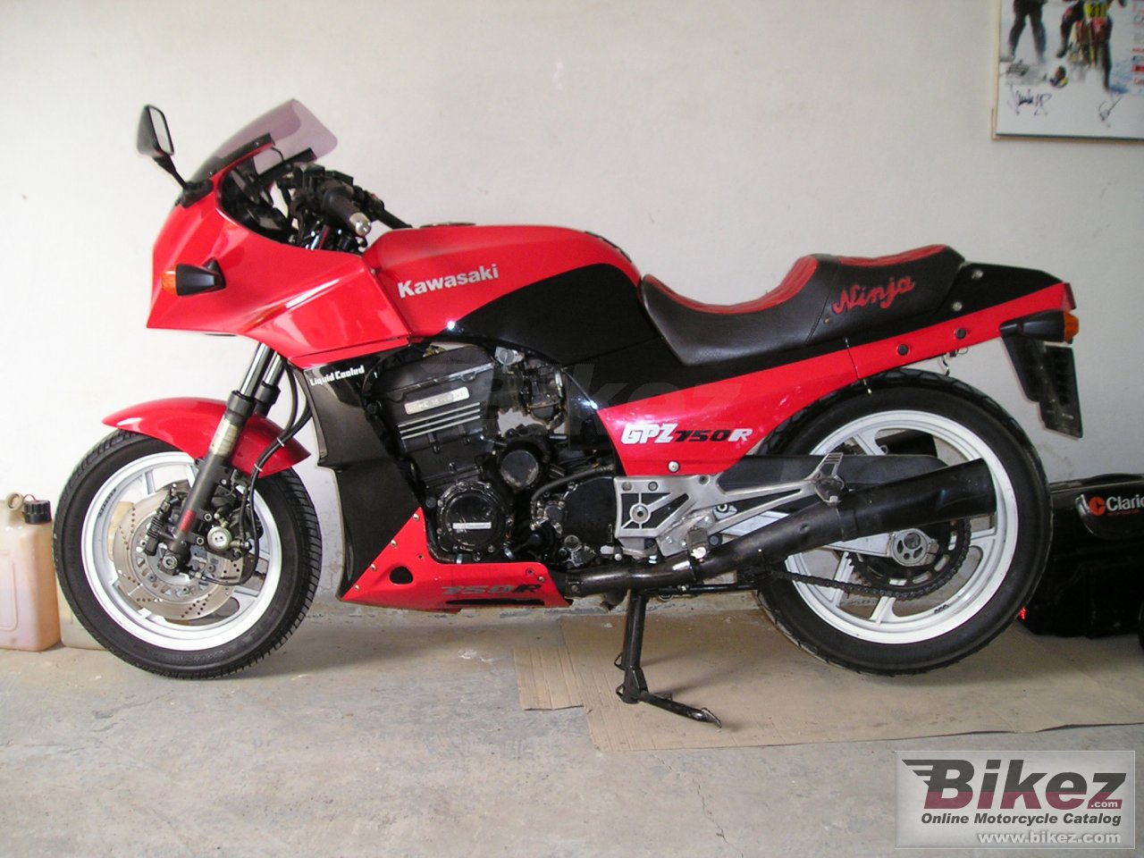 Big  gpz 750 r picture and wallpaper from Bikez.com