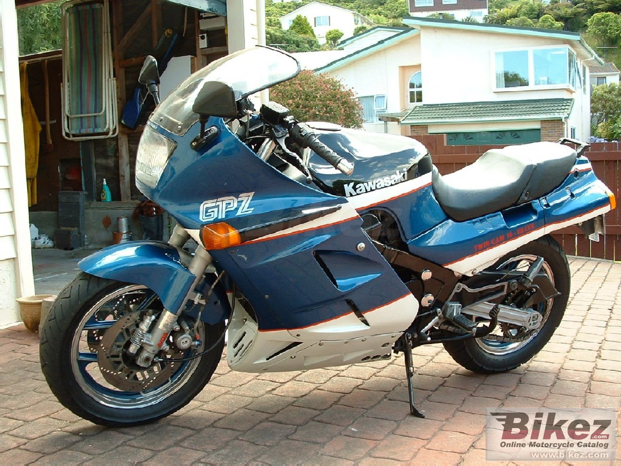 Big Mitch Burchett gpz 1000 rx picture and wallpaper from Bikez.com