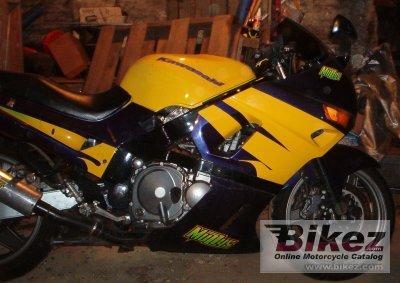 1990 Kawasaki ZXR 750 (reduced effect)
