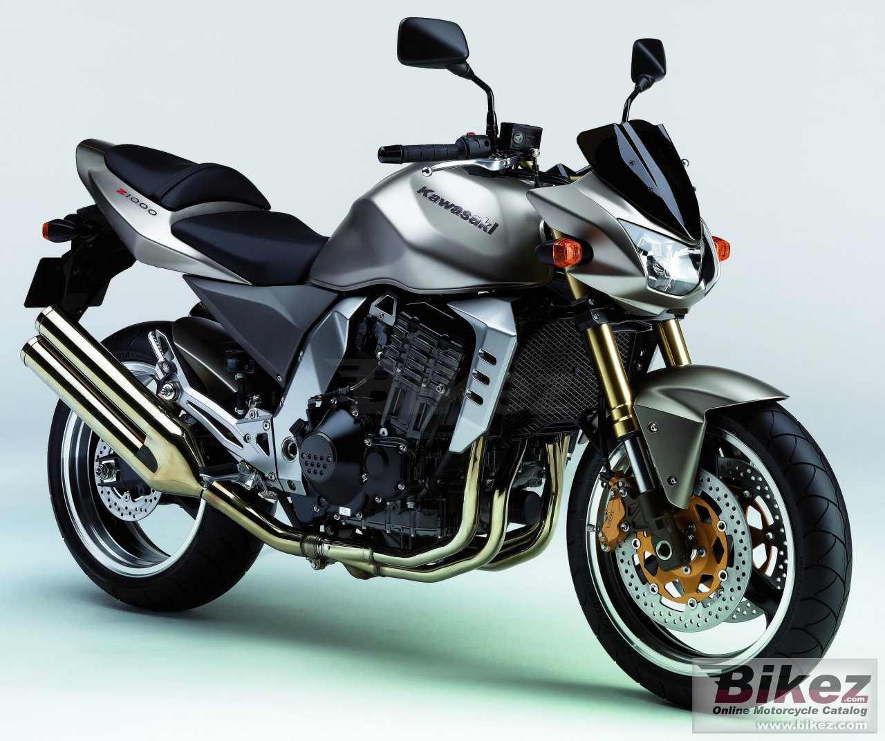 Big Kawasaki z 1000 picture and wallpaper from Bikez.com