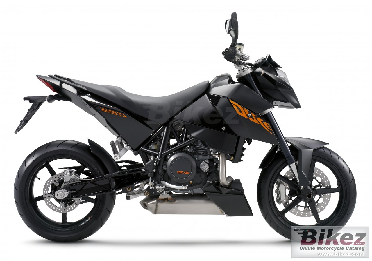 Big KTM 690 duke picture and wallpaper from Bikez.com