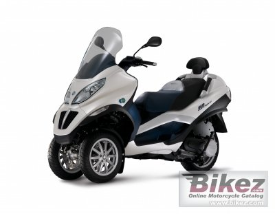 2012 Piaggio MP3 Hybrid photo