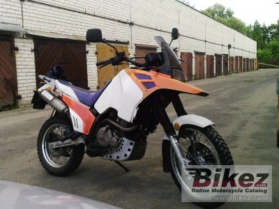 1990 Suzuki DR Big 800 S (reduced effect)