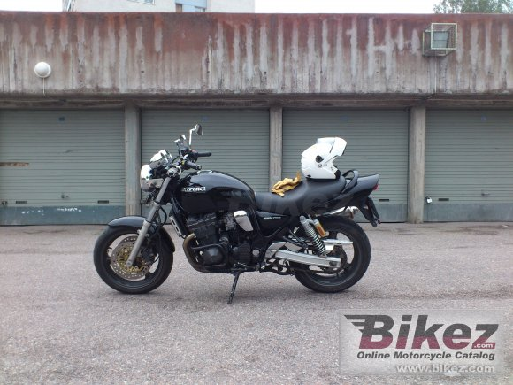 2001 Suzuki GSX 750 photo