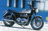 2002 Triumph Bonneville photo