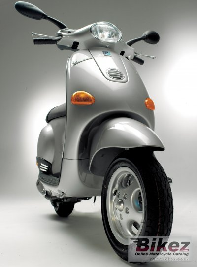 2005 Vespa ET4 50 photo