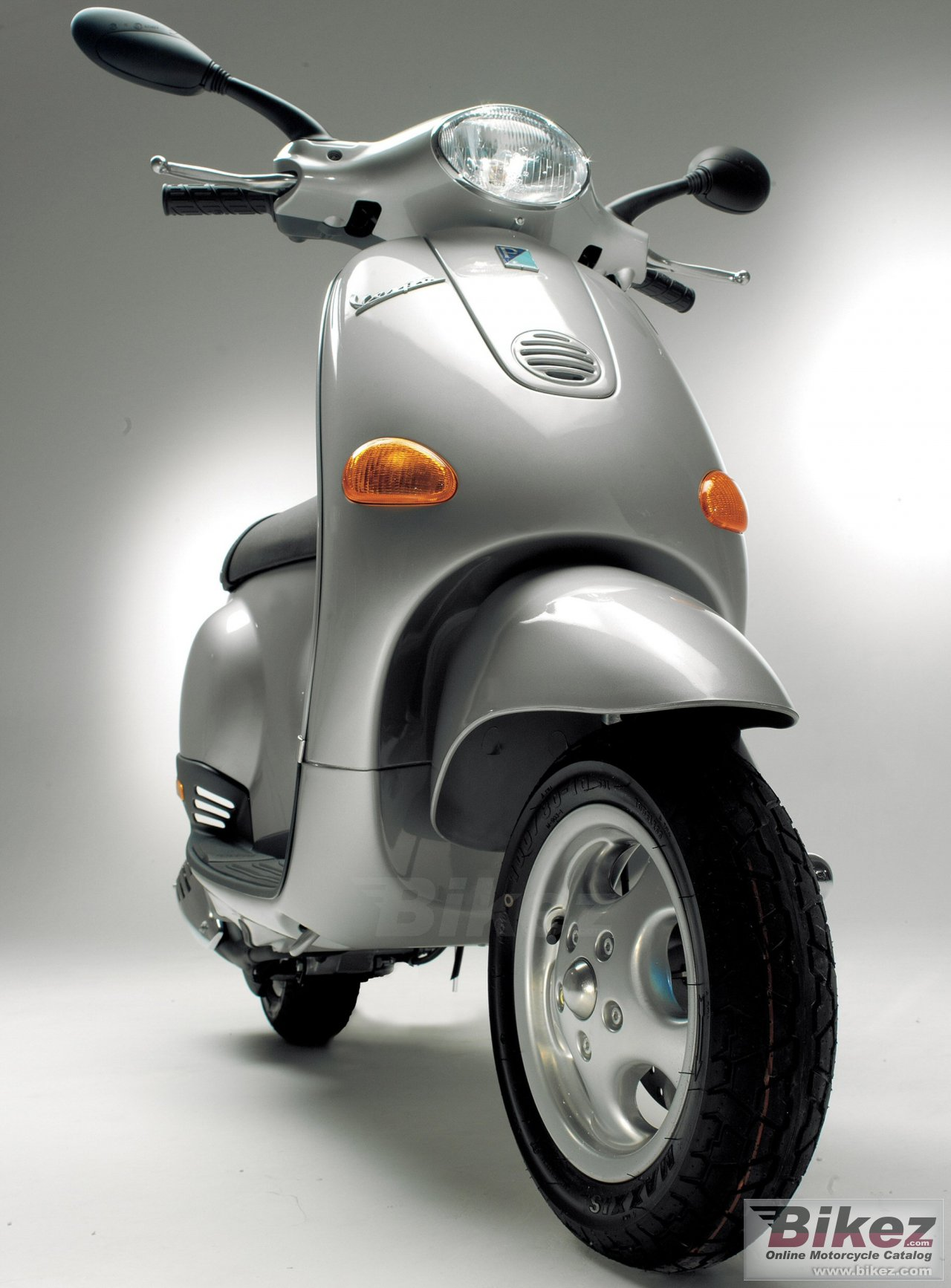 Big Vespa et4 50 picture and wallpaper from Bikez.com