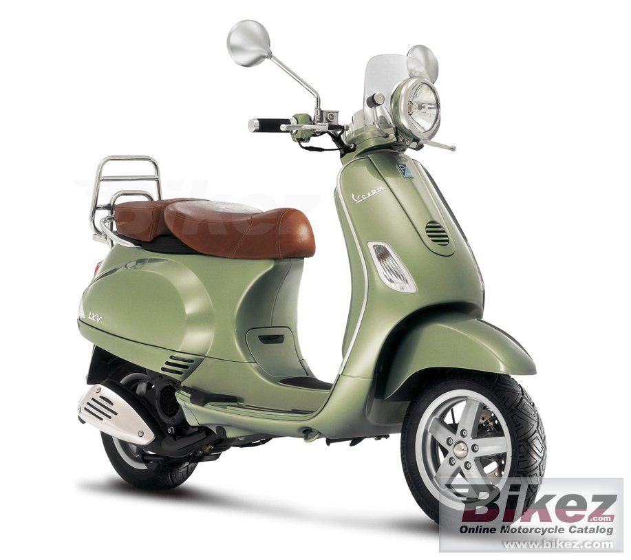 Big Vespa lxv 150 picture and wallpaper from Bikez.com
