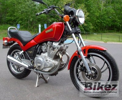 1982 Yamaha XS 400 DOHC (reduced effect)