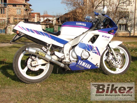 1988 Yamaha FZR 250 photo
