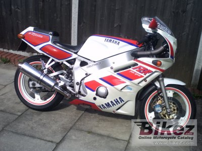 1988 Yamaha FZR 400 photo