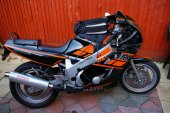 1989 Yamaha FZR 600 (reduced effect #2)