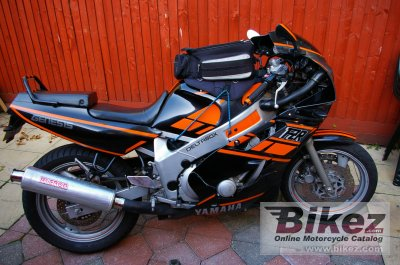 1989 Yamaha FZR 600 (reduced effect 2)