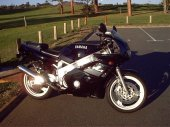 1992 Yamaha FZR 600 photo
