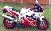 1993 Yamaha FZR 1000 photo