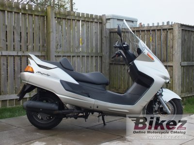 2000 Yamaha YP Majesty 250 photo