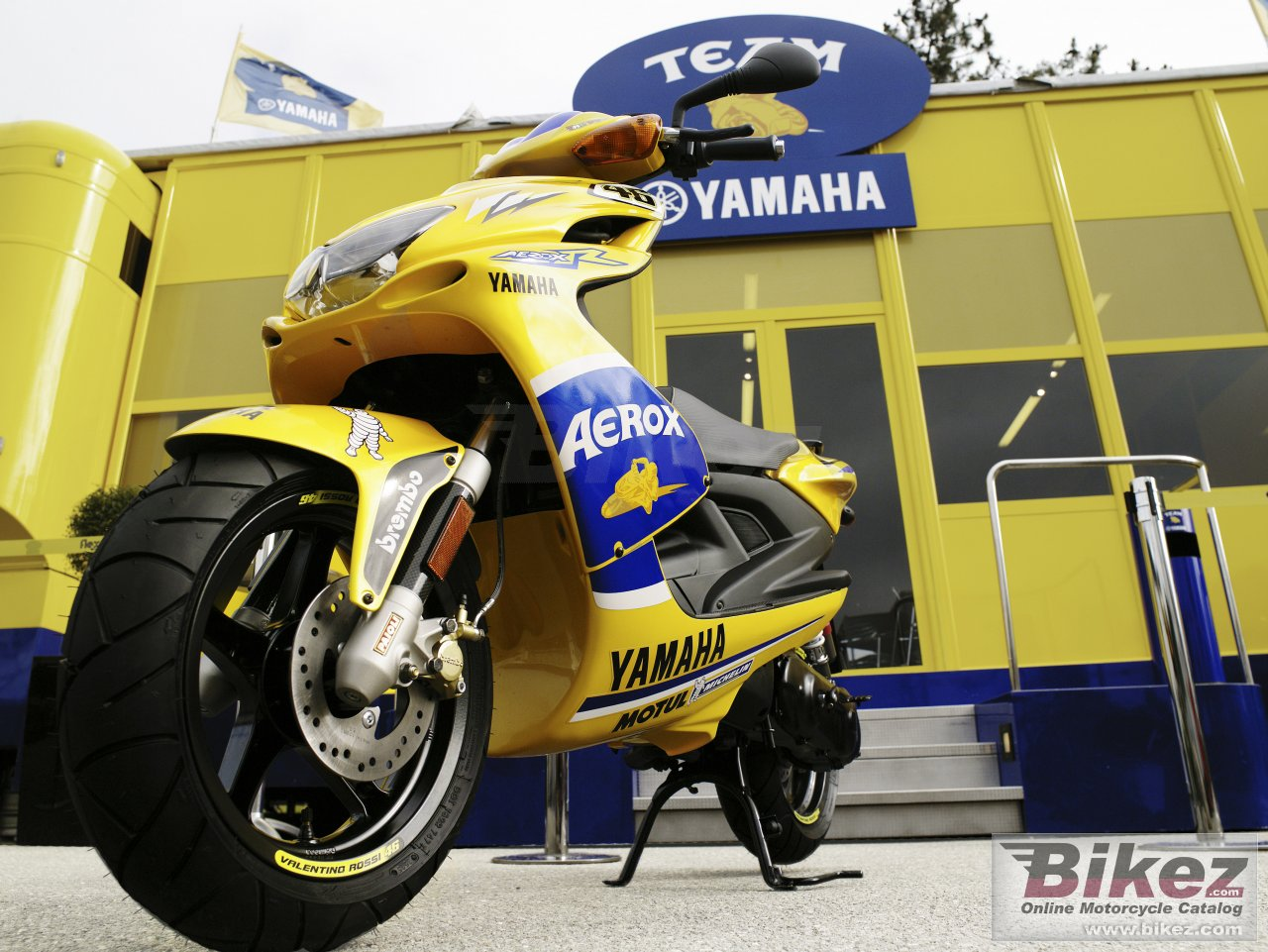 Big Yamaha aerox r race replica picture and wallpaper from Bikez.com