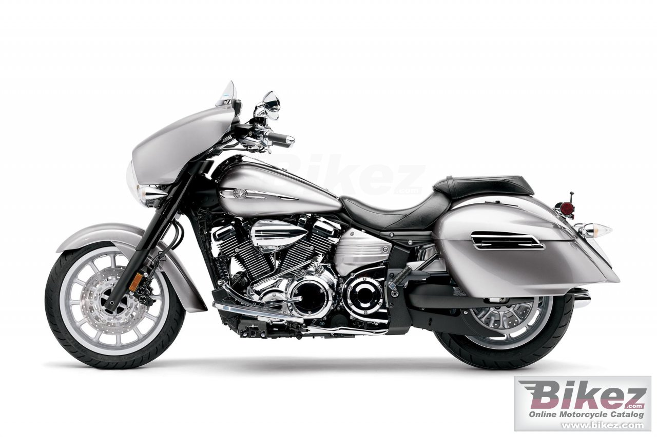 Big Yamaha star stratoliner deluxe picture and wallpaper from Bikez.com
